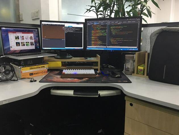 程序员的办公桌大概长这样!你的办公桌是怎样的?